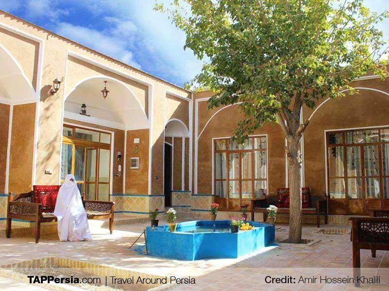 Varzaneh City and Desert